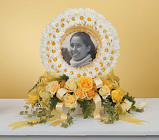 Daisy Wreath Photo Memorial